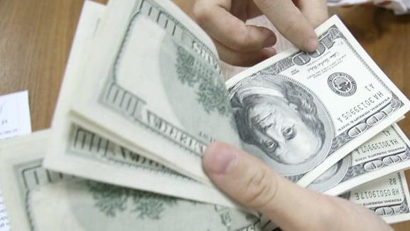 Tỷ giá ngoại tệ 10/4: USD rớt giá mạnh do Fed bơm ngập thanh khoản