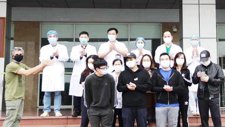 Covid-19 ngày 02/04: Thêm 12 bệnh nhân ở Việt Nam khỏi bệnh