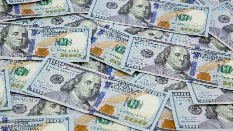 Tỷ giá ngày 26/5: Đồng USD đứt đà tăng khi kẹt giữa hai dòng xung đột