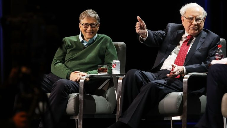 7 sai lầm về tài chính cá nhân mà Warren Buffett và Bill Gates tránh xa