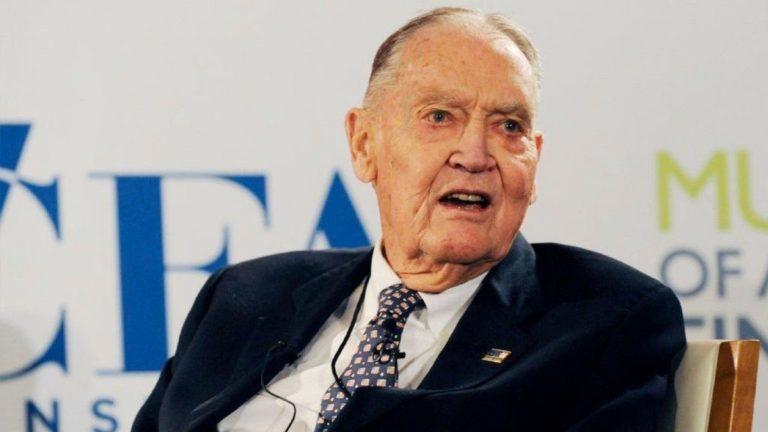 Ba lời khuyên đầu tư từ John Bogle – người hùng của Warren Buffett