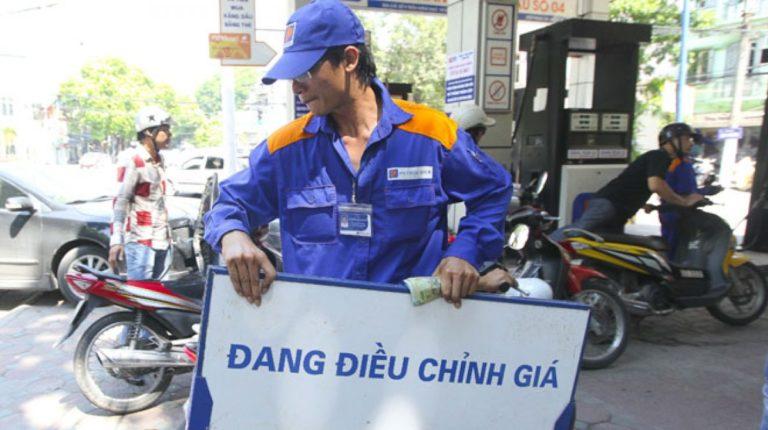 Giá xăng tăng trở lại sau 8 kỳ giảm liên tiếp
