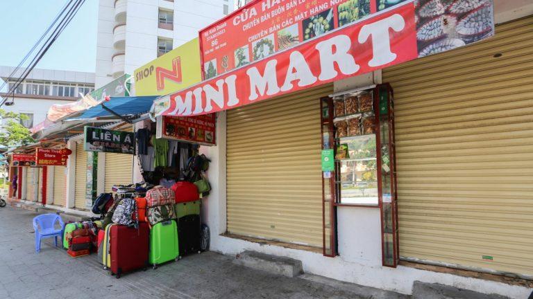 Tắc nguồn hàng Trung Quốc, cửa hàng mặt phố lay lắt