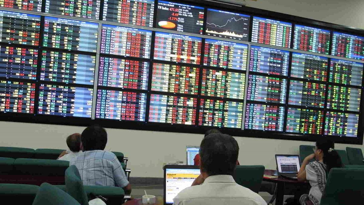 Bloomberg: Chứng khoán Việt Nam tăng mạnh nhất châu Á trong tháng 5
