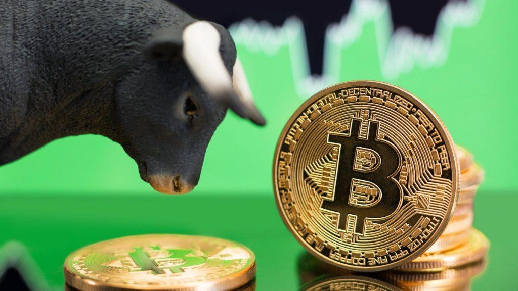 Bitcoin thiết lập đỉnh 3 tháng sau căng thẳng tại Mỹ