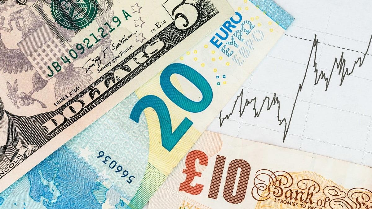 Tỷ giá ngày 15/7: Đồng Euro đạt đỉnh 4 tháng so với USD
