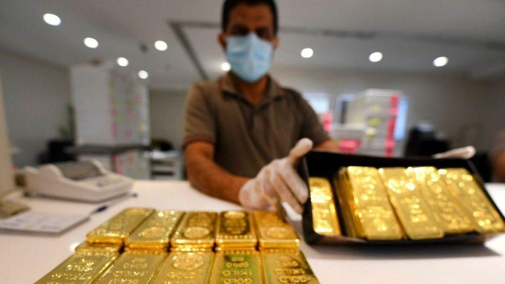 Giá vàng ngày 26/6: Covid-19 giữ vàng sát đỉnh 8 năm