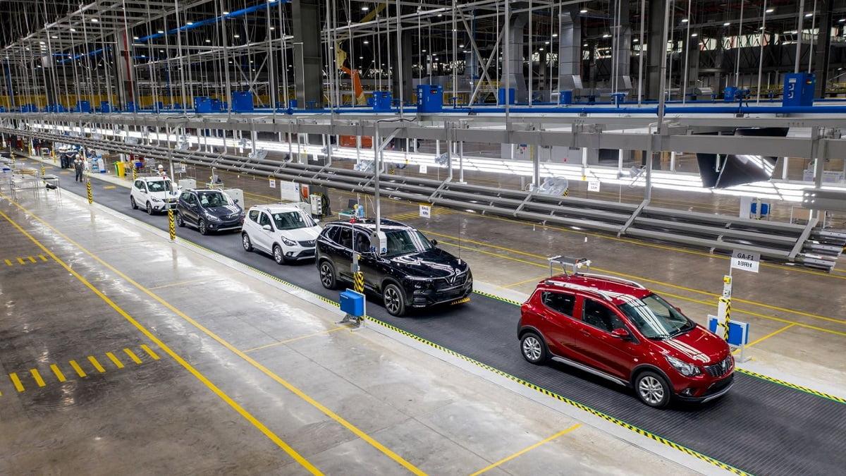 VinFast bán 2.100 xe ô tô trong tháng 'đổi cũ lấy mới'