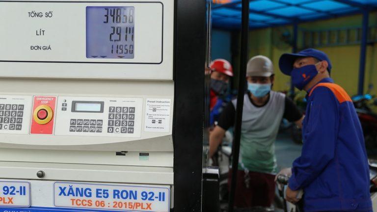 Giá xăng E5 và dầu tăng trở lại từ 15h chiều nay