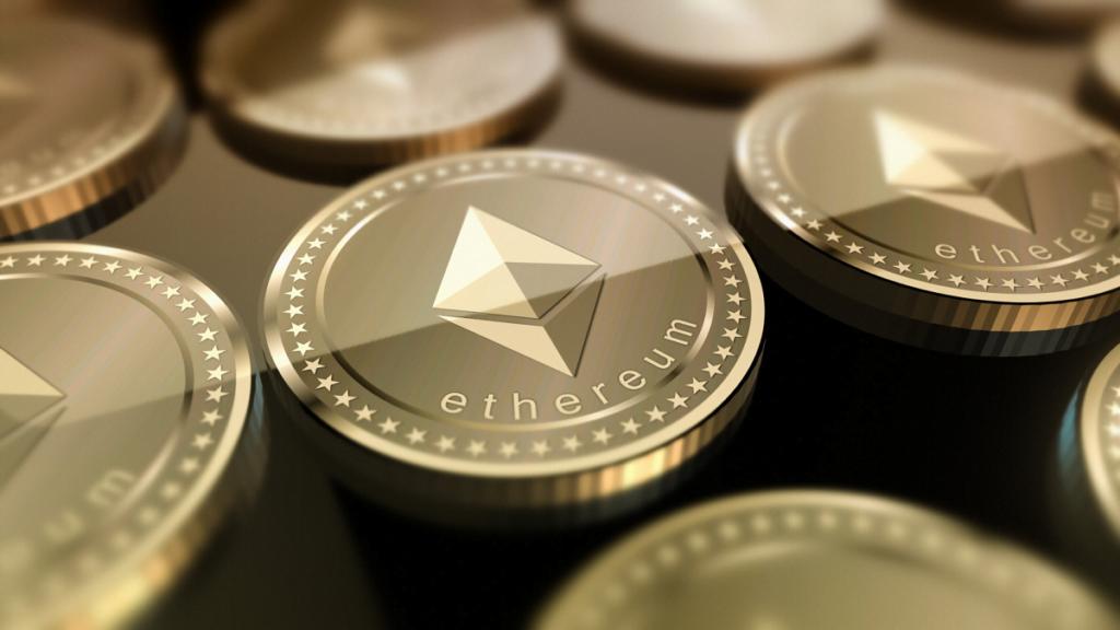 Giao dịch ảm đạm kìm giữ Bitcoin, Ethereum nổi lên