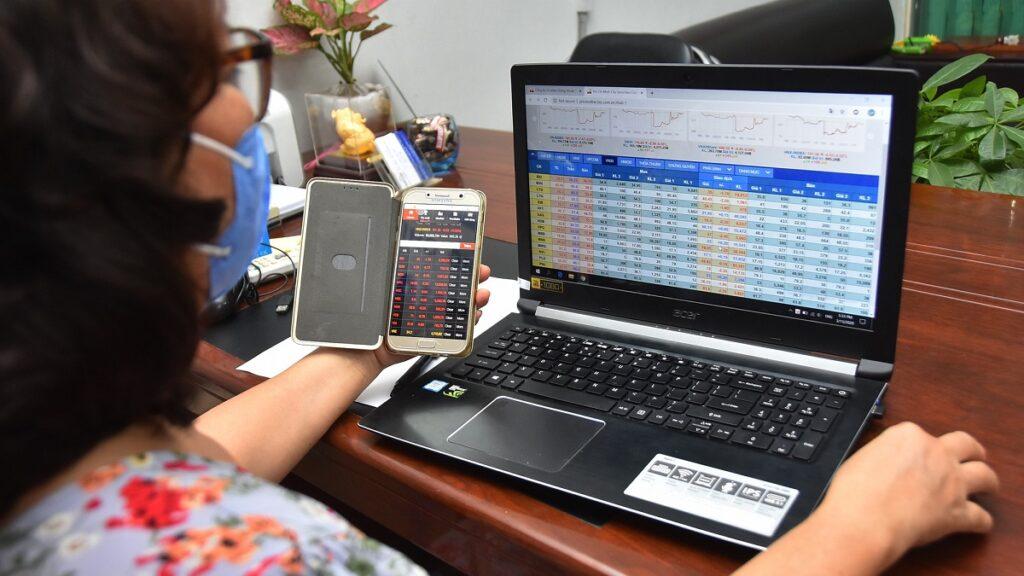 Bộ Tài chính: Giảm biên độ hay ngừng giao dịch không 'cứu' được thị trường chứng khoán
