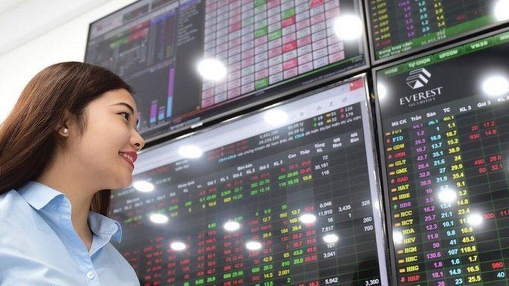 Lượng tiền chờ mua cổ phiếu tăng cao